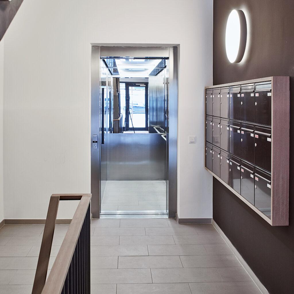 Sichtbeton-Treppenhaus im Projekt H99
